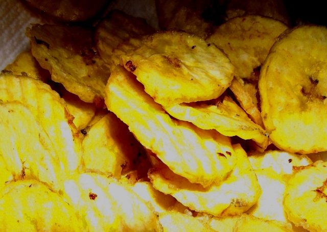 fried plantain chips (chicharritas, platanitos, mariquitas or platanutres)