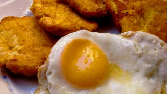 tostones and fried eggs